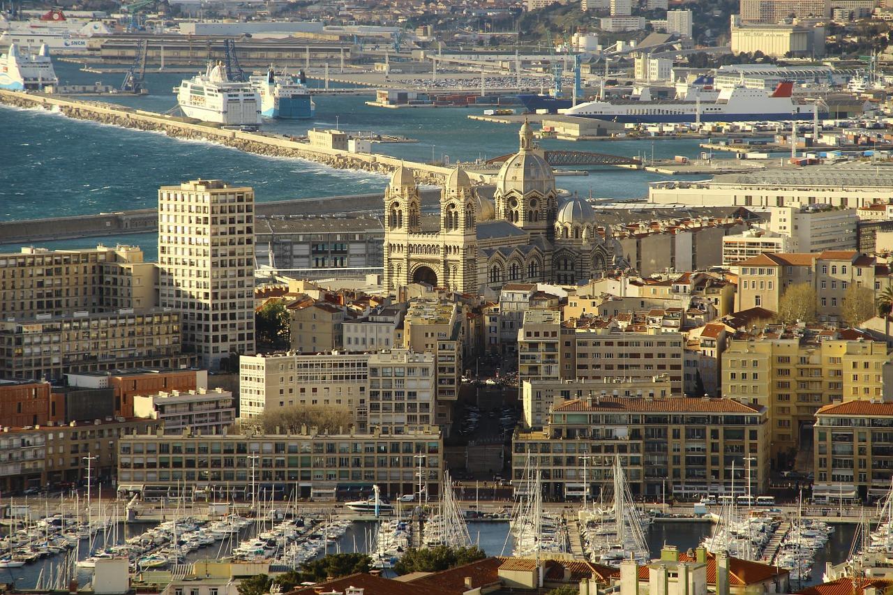 Марсель – второй по величине город Франции. Посетить его можно самостоятельно.